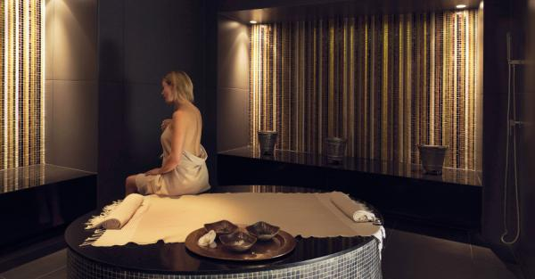 the darling spa the darling. Black Bedroom Furniture Sets. Home Design Ideas